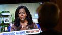 Op deze foto zie je Michelle Obama op TV tijdens de m the online broadcast of the Democratic National Convention.