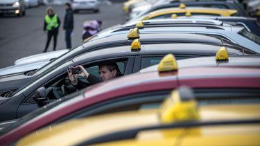 'Woedende taxichauffeurs plannen aanval op Uber'