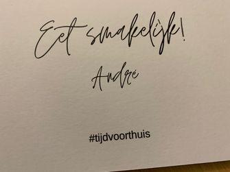 Een foto van een persoonlijk kaartje met eet smakelijk van André Hazes
