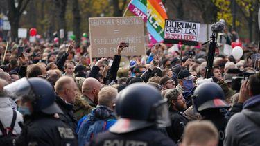 Een foto van de drukke coronademonstratie in Berlijn