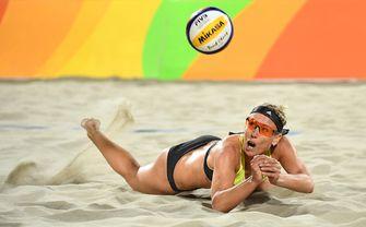 Een foto van Karla Borger, een van de twee beachvolleybalsters die niet naar Doha komt