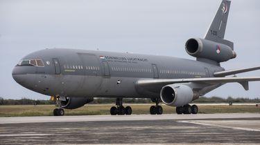 Vliegtuig luchtmacht met pech aan de grond