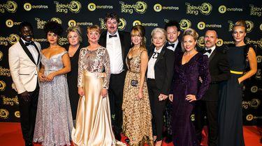 De cast van de Luizenmoeder op de rode loper voorafgaand aan het Gouden Televizier-Ring Gala 2018 in AFAS Live.