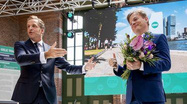 Een foto van Hugo de Jonge en Pieter Omtzigt na de bekendmaking van de uitslag