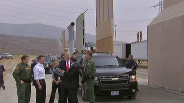06 april - Trump stuurt militairen naar de grens