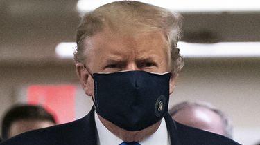 Een foto van Donald Trump met een mondkapje