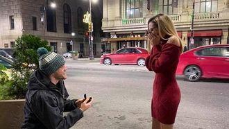 Man vraagt vriendin wekenlang ten huwelijk zonder dat ze iets merkt