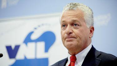 Bram Moszkowicz tijdens de persconferentie van de politieke partij VNL.