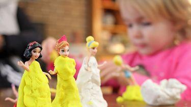 Gezocht: oppas die zich als Disney-prinses verkleedt