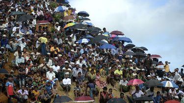 Bangladesh stuurt duizenden vluchtelingen naar eiland