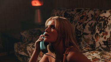 Meisje aan de telefoon