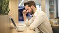 man aan het werk heeft stress