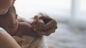 Vrouw stapt met rugpijn naar spoedeisende hulp, gaat naar huis met baby