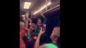 Screenshot van het filmpje, studenten van Vindicat feesten in een bus.