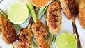 Op deze foto zie je kipspiesjes met citroengras van de barbecue
