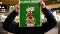 Tientallen in rij voor exemplaar Charlie Hebdo