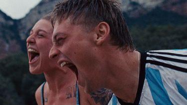 Een foto van Tamar van Waning, schreeuwend met Jonas Smulders