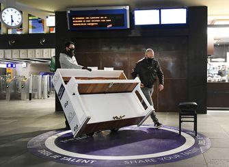 Een foto van de nieuwe piano na de rellen in Eindhoven