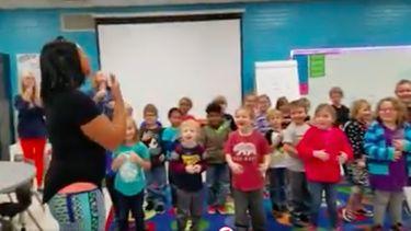 Prachtig: klas zingt 'Happy Birthday' in gebarentaal