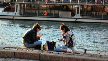 Jongeren van tegenwoordig zijn verslaafd aan telefoon.
