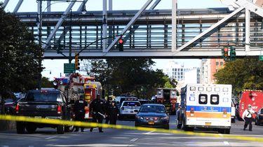 Man rijdt in en schiet op mensen bij WTC
