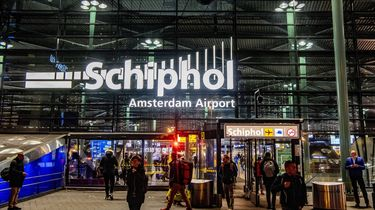 Werknemers Schiphol opgepakt na smokkel 102 kilo cocaïne