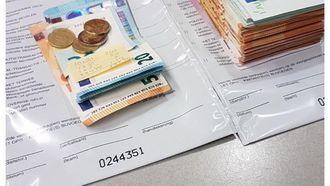Ruim 14.000 euro had de verdachte in zijn onderbroek gestopt. / POLITIE