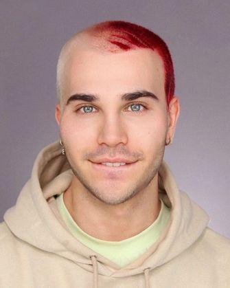 Een foto van 'Make-up Master' Elliot zoals hij er zelf uit ziet