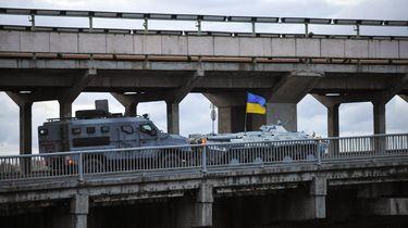Man dreigt brug op te blazen in Kiev