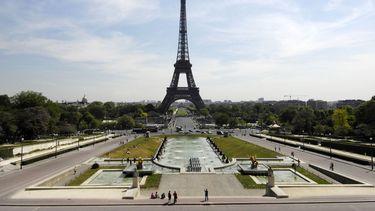 Eiffeltoren geëvacueerd nadat iemand toren beklimt