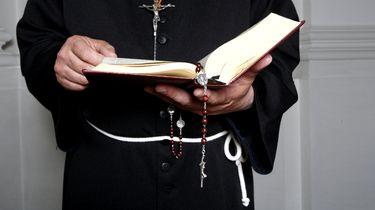 Homoseksuele pastoor ontslagen door bisdom