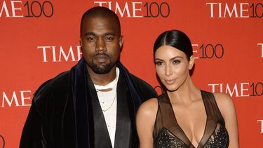 Op deze foto zie je Kim Kardashian en Kanye West.