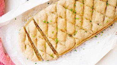 Op deze foto zie je Franse préfou (een goddelijk knoflookbrood)