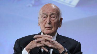 Onderzoek: raakte Franse oud-president (94) Duitse billen aan?