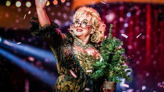 Twitter valt over 'valse' Karin Bloemen in AYNIS