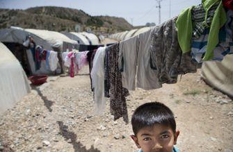 Op deze foto zie je een jonge inwoner van het Syrische vluchtelingenkamp Nizip in het Turkse Gaziantep.