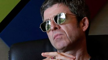 noel gallagher, mondkapje, viruswaanzin