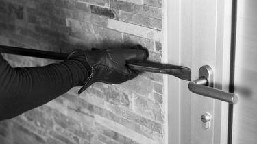Held in eigen huis: inbreker opgesloten op badkamer