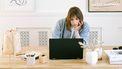 vrouw is moe van clichés in sollicitatiebrief