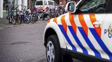 Op deze foto zie je een politie auto.