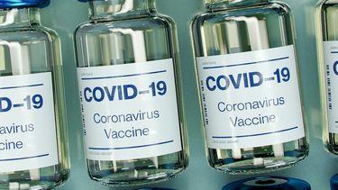 Flesjes met het vaccin erin.