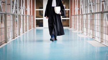 Drukte in de rechtbank: 'Bezuinigingen zijn de oorzaak'