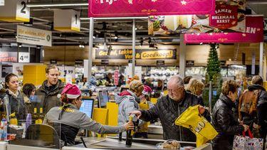 foto van supermarkt tijdens kerst voor corona