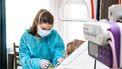 Zorgmedewerkers gebruiken minder zorg, ondanks veel klachten