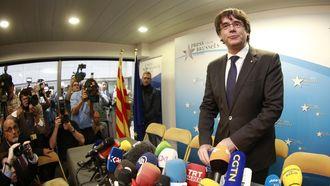 De afgezette en gevluchte Catalaanse leider Carles Puigdemont geeft een verklaring tijdens een persconferentie in Brussel, België. Foto: EPA | Olivier Hoslet