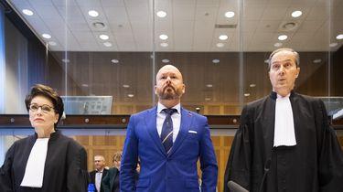 Marco Kroon en zijn advocaten Geert-Jan en Carry Knoops in de rechtbank.