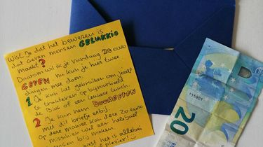 20 euro weggeven aan een vreemde: 'Geven maakt gelukkig'