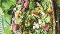ltijd een heuglijk moment op de redactie én voor lekkerbekken wereldwijd: er is weer een nieuw kookboek van Jamie! In 7 x anders biedt Jamie Oliver je recepten rondom 18 alledaagse ingrediënten die we met z'n allen het meest kopen. Zoals aubergine. Daarmee maakt Jamie een zalige auberginesalade met feta, munt, olijven, amandelen, citroen en honing.