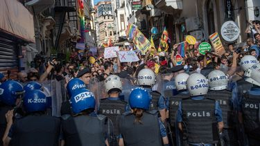 Verboden Gay Pride in Istanbul door politie afgekapt