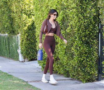 Kendall Jenner met sokken in sandalen